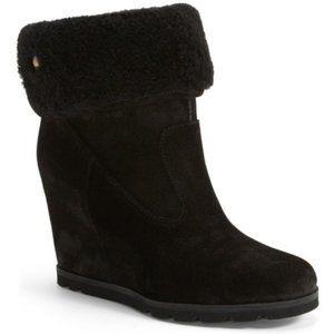UGG Black KYRA Shearling Wedge Boot Size 9 - GREAT